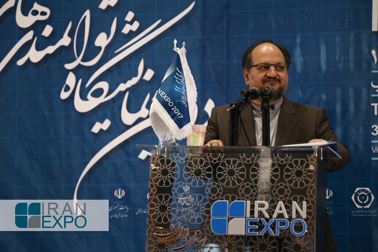 وزیر صنعت، معدن و تجارت، محمد شریعتمداری، گفت: دولت جمهوری اسلامی ایران حامی تولیدات صادرات محور است و در این راستا از تولیدکنندگان و صادرکنندگان با تسهیلات به همراه شرایط ویژه و مناسب حمایت می کند.